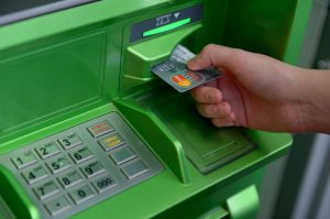 Банк России зафиксировал новый способ атаки на банкоматы, связанный с отменой перевода денег с карты на карту