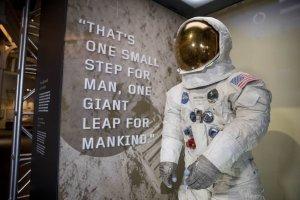 50 лет назад американцы впервые высадились на Луну !