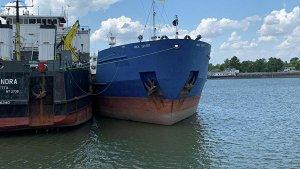 СБУ отпустила моряков с задержанного российского танкера, сообщили СМИ