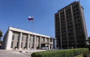 """Twitter заблокировал аккаунт посольства России в Сирии после критики """"Белых касок"""""""