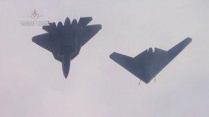 """Новейший беспилотник """"Охотник"""" совершил первый совместный полет с Су-57"""