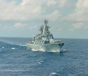"""Моряки крейсера """"Маршал Устинов"""" обнаружили в Средиземном море байдарку с документами граждан Израиля"""
