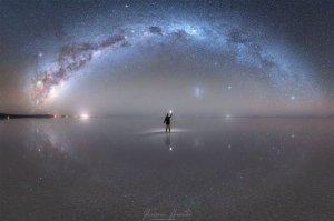 """НАСА опубликовали уникальную фотографию Млечного пути в отражении в """"самом большом зеркале в мире"""""""