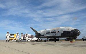 Американский космоплан X-37B вернулся с секретной миссии