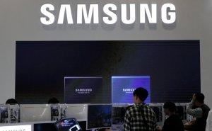Samsung представил концепт нового складного смартфона. У нового аппарата пока нет названия. Известно, что его будет легко положить в карман благодаря складывающемуся экрану