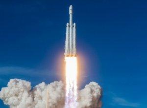 SpaceX впервые повторно использует обтекатель ракеты для запуска спутников Starlink