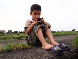 Исследователи заявили о раннем привыкании детей к гаджетам