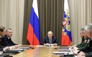 В ближайшие годы необходимо активно наращивать боевые возможности флота - Владимир Путин