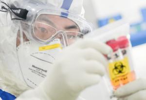 В Китае одна из фармфирм решила продавать лекарство от коронавируса