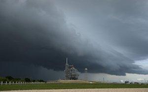 [какогоХ] SpaceX возможно отложит запуск Crew Dragon с астронавтами из-за шторма