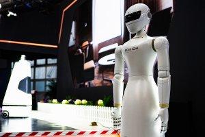 Искусственный интеллект и точка сингулярности: когда машины станут умнее людей