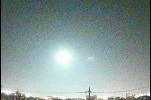 В сеть выложили видео пролета над территорией японии неизвестного яркого небесного тела