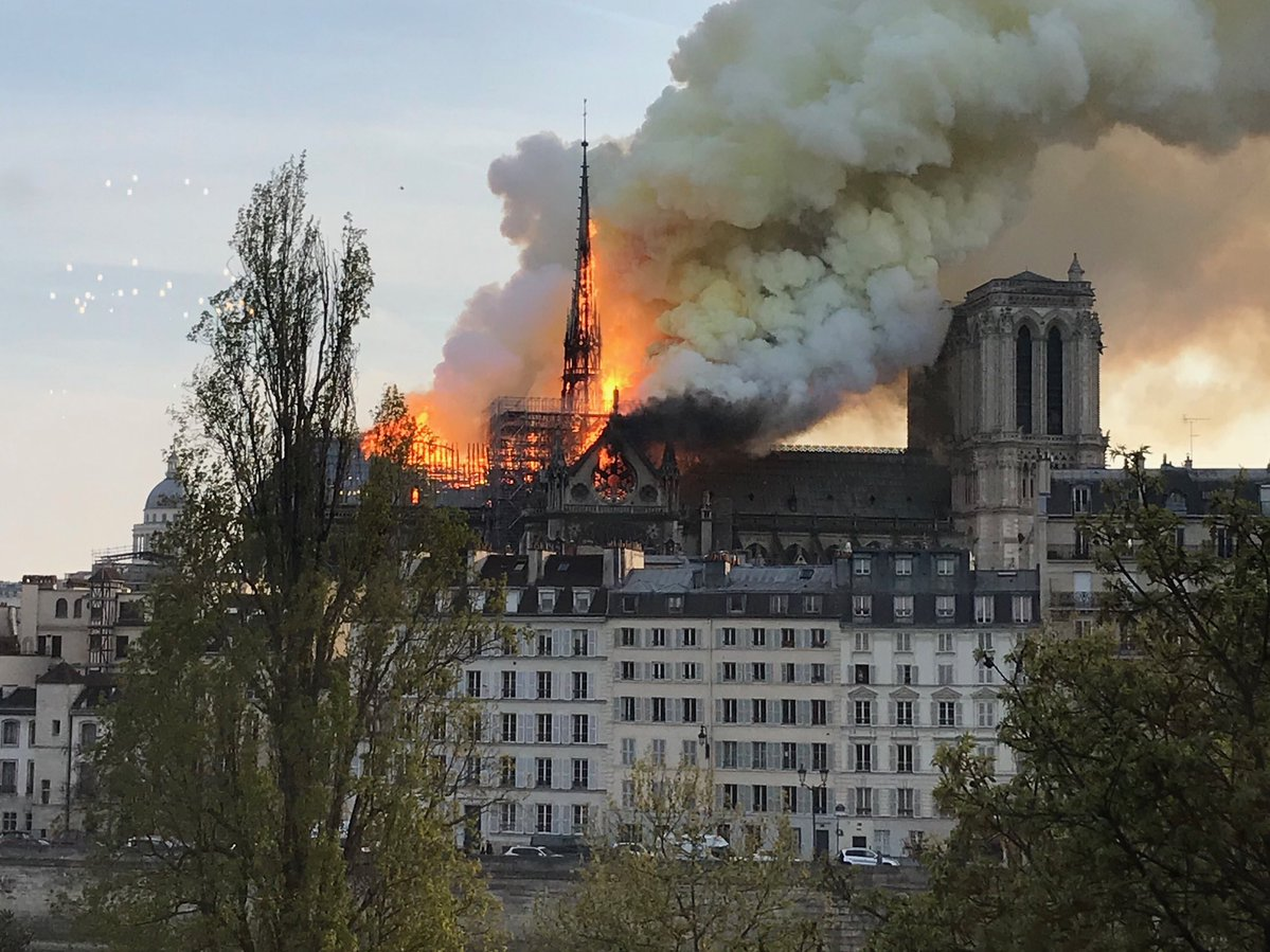 В Notre-Dame de Paris пожар