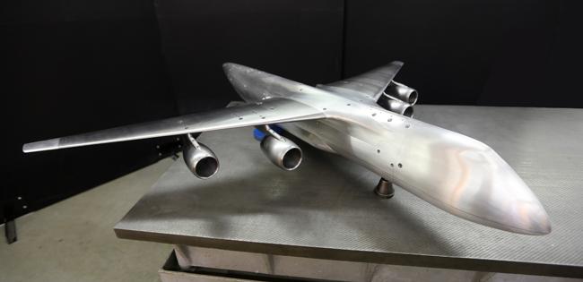 """В ЦАГИ изготовлена аэродинамическая модель большегрузного транспортного самолета """"Слон"""""""