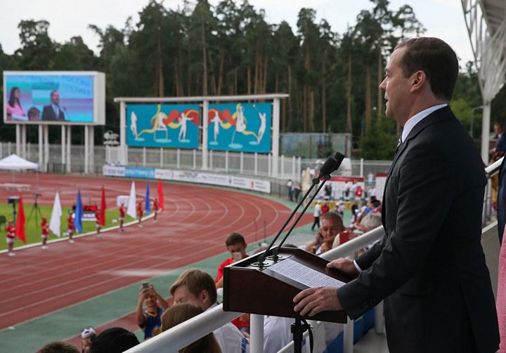 Фейк, а не легкая атлетика. Что не показали Дмитрию Медведеву