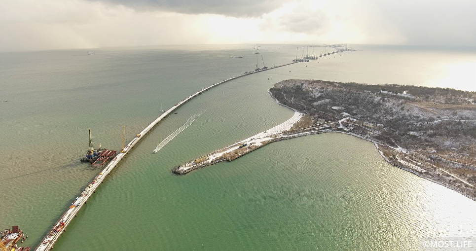 Cтроящийся мост в Крым сфотографировали с МКС