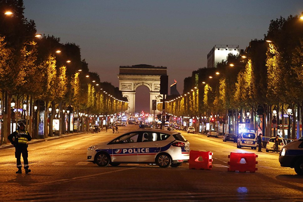 В центре Парижа произошли две перестрелки. Двое сотрудников полиции погибли