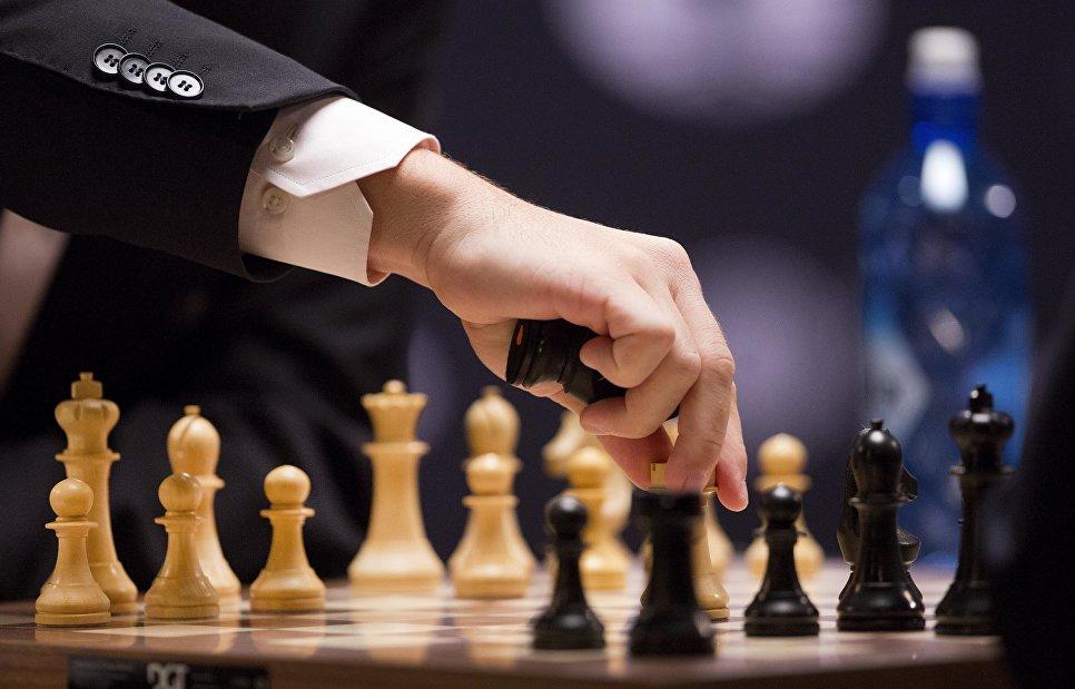 Как сражались в шахматы за мир в посольстве России в США. Победителя отправляют в Москву