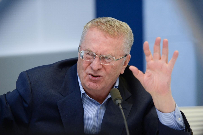"""Жириновский предложил отправить """"бабушек"""" из Госдумы варить борщи"""