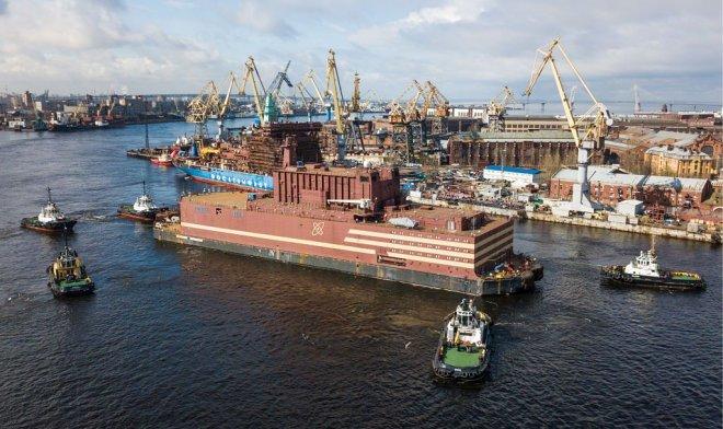 Первая в мире плавающая АЭС отправилась работать на российский Север