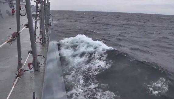 """В сети появилось видео запуска ракет """"Калибр"""" с подлодки в Черном море"""