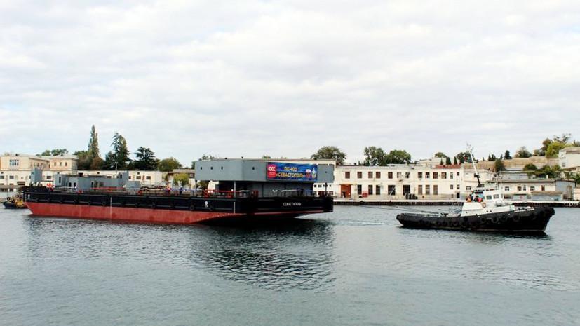 """В Севастополе спустили на воду понтон, плавкрана """"ПК-400 """"Севастополь""""."""