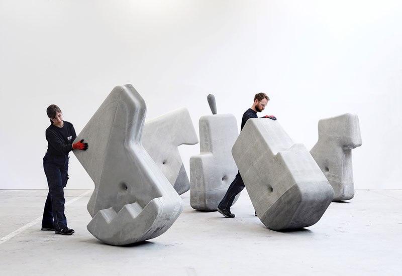 Перемещение гигантских бетонных блоков руками!