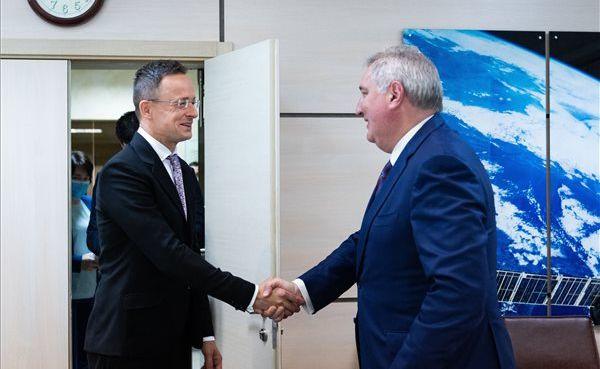 Венгры будут летать в космос и покупать газ в обход Украины