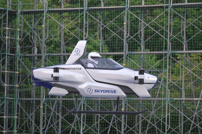 Японский летающий автомобиль протестировали с водителем на борту