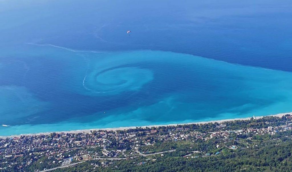 У берегов Черного моря появилась странная спираль