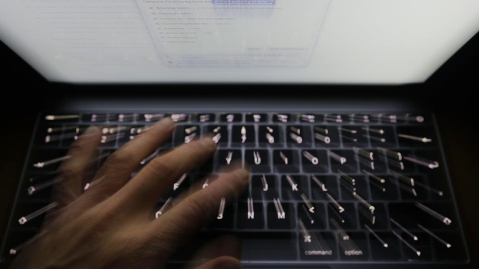 Глава военной разведки Британии: Лондон должен быть готов к нанесению киберудара по Москве