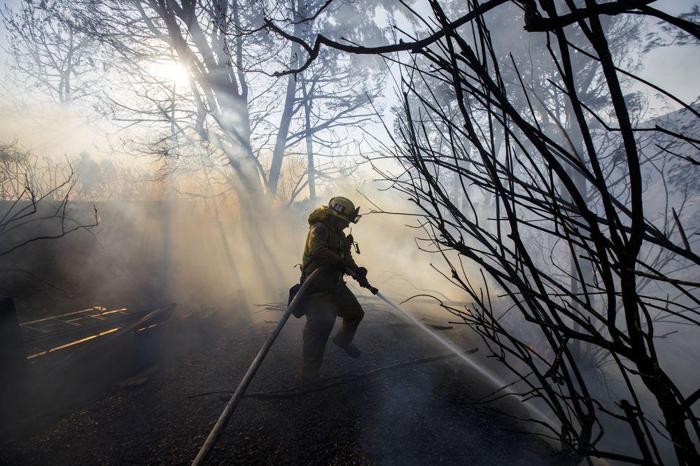 Калифорнийские пожарные затрудняют разрыв с Россией. Они вложились в российский государственный долг