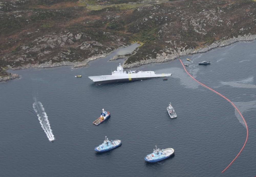 """Фрегат ВМС Норвегии может затонуть. Он столкнулся с танкером """"Сола ТС"""""""