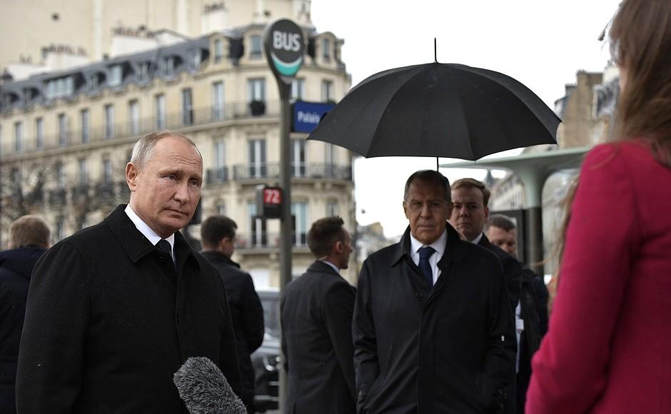 Об армии ЕС и отношениях с США: Путин дал интервью во время визита в Париж