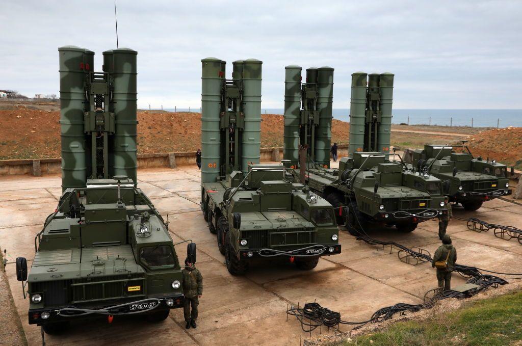 Минимум 13 стран интересуются приобретением С-400 у России вместо систем созданных американскими компаниями, несмотря на угрозу санкций
