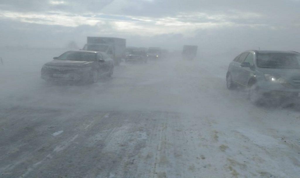 Десять человек, в том числе дети, остаются в пунктах временного размещения на дороге Ростов-Ставрополь из-за непогоды