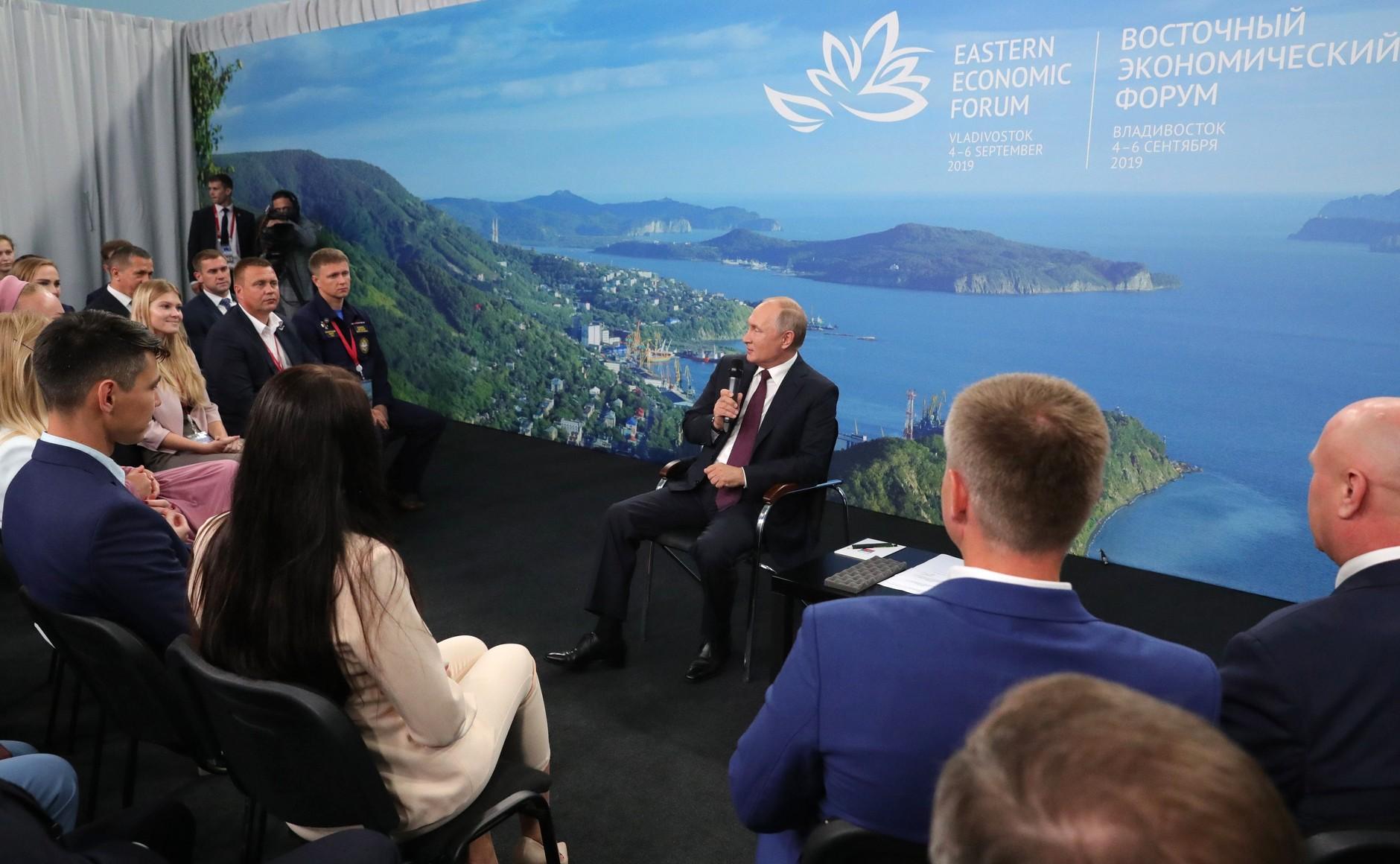 Путин призвал наращивать конкурентные преимущества России в космической сфере и предлагать технологии завтрашнего дня
