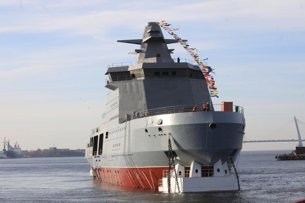 """Четыре в одном. Адмиралтейские верфи спустили на воду патрульный корабль ледового класса """"Иван Папанин"""""""