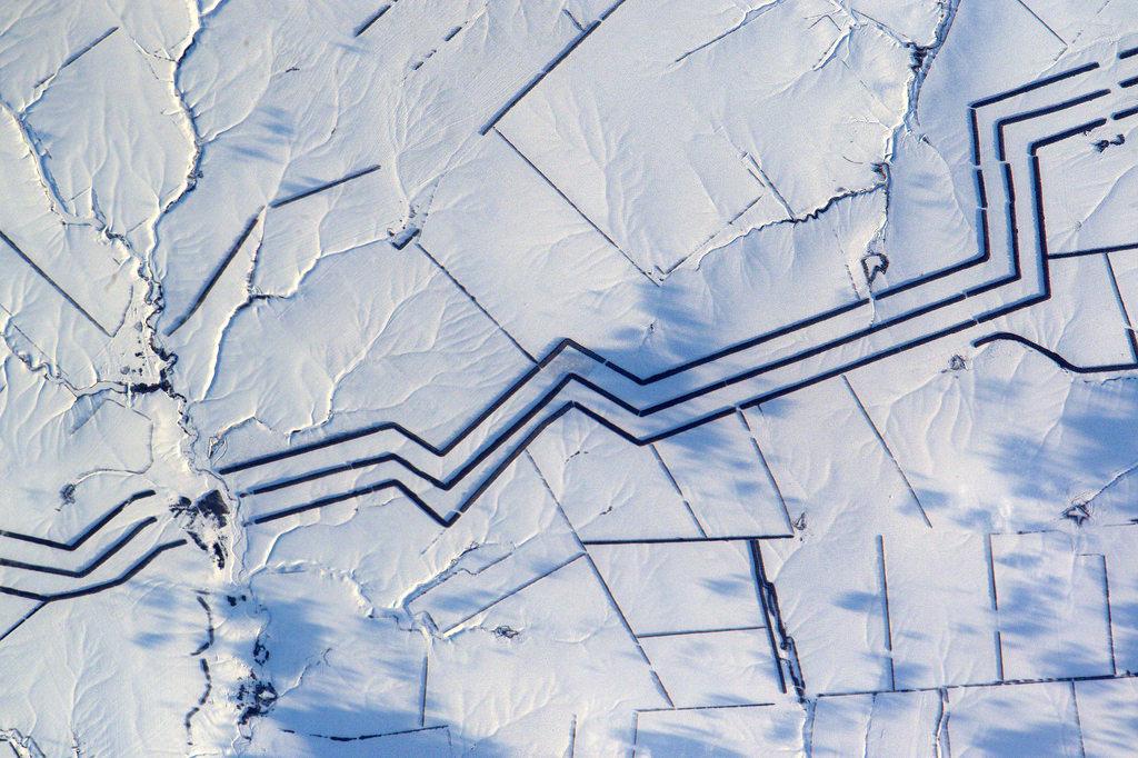 Многокилометровые линии в степях России озадачили астронавта с МКС