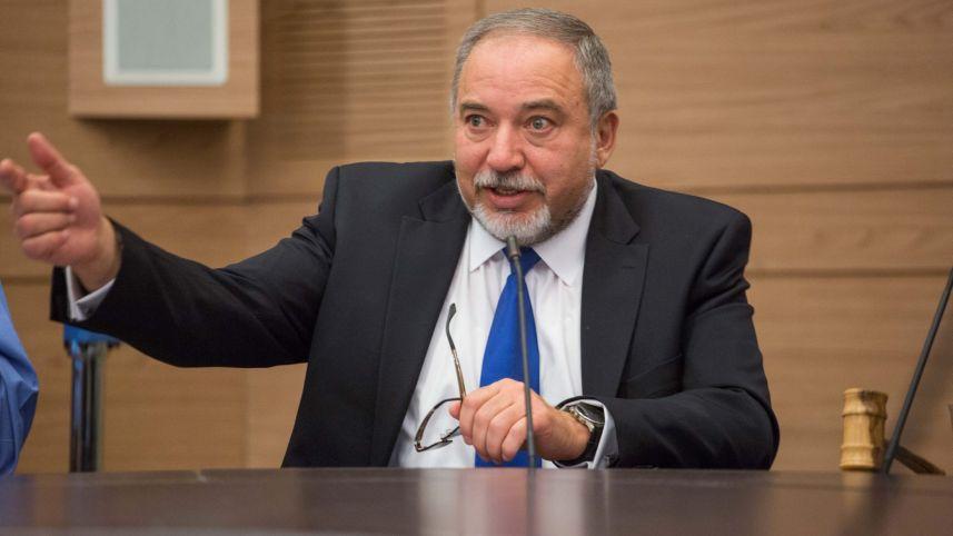 Министр обороны Израиля призвал живущих во Франции евреев покинуть страну