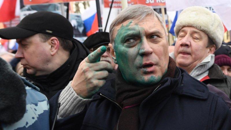 Кремль прикроет оппозицию от зеленки (Кремль поручит регионам пресекать нападения на оппозиционеров)