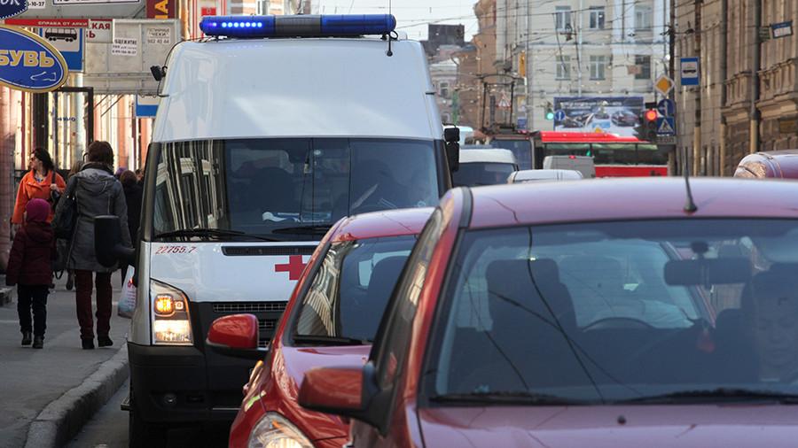 """За помехи проезду """"скорой"""" на дороге будут лишать водительских прав (Комитет Госдумы по госстроительству намерен поддержать ужесточение наказания за нарушения ПДД в отношении медработников)"""