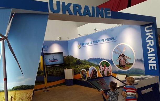 Плуг вместо самолета. Сеть об Украине на Экспо (На выставку технических достижений в Казахстане Украина привезла электроплуг)