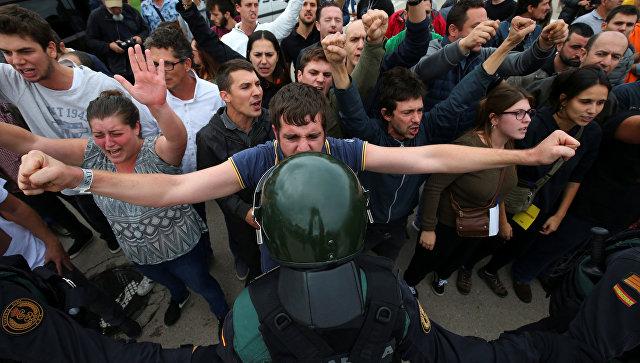 В Каталонии число пострадавших в стычках с полицией достигло 460 человек