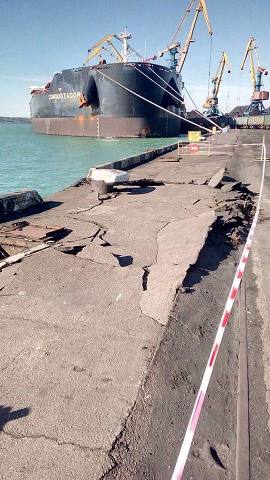 В порту под Одессой произошла крупная авария, американский корабль с углем повредил причал