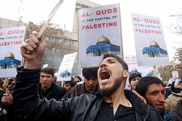 В Израиле в столкновениях с полицией пострадали более 90 человек (Полицейские используют против митингующих слезоточивый газ и резиновые пули)
