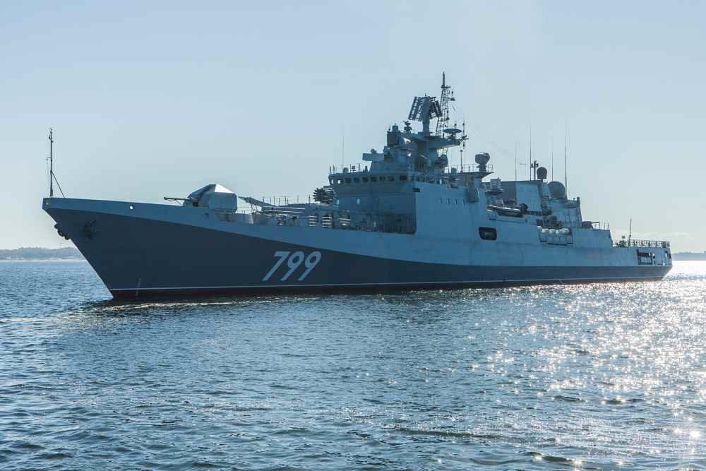 """Новейший фрегат """"Адмирал Макаров"""" передали Минобороны"""