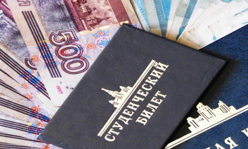 Глава РАН предложил выплачивать студентам первых курсов стипендию в 20-30 тыс. рублей