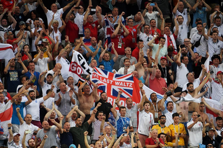 Британская полиция ищет англичан, распевавших нацистскую песню на ЧМ в России