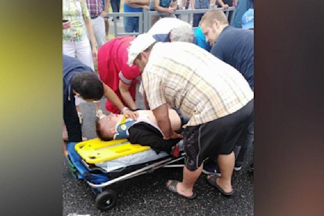 В Сочи немецкий болельщик спас жизнь мопедисту, попавшему в аварию (На родине Кевин Майер работает спасателем)
